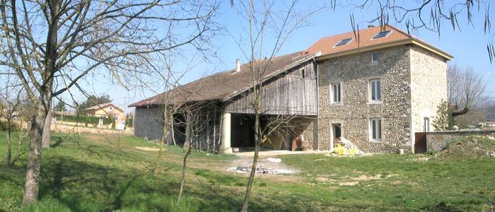 R novation cologique d une ferme en galets st just de for Architecte renovation ferme